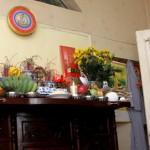 Phong thủy bàn thờ: Không nên trang trí bằng đồ kim loại